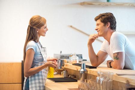 Αρχική Γνωριμία: Κάνε τον να νιώσει Άνετα, Πως να ξεπεράσεις την Ενοχή στο Φλερτ
