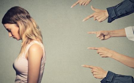 Η Ενοχή είναι γένους θηλυκού, Μην απολογείσαι: Σταμάτα να λες συνέχεια «συγγνώμη»