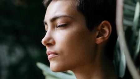 13 Χαρακτηριστικά που κάνουν τη Δυναμική Γυναίκα να Ξεχωρίζει