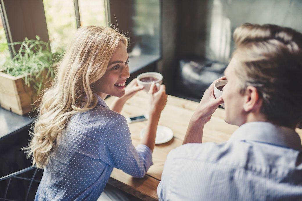 Γιατί δεν κάνουν την πρώτη κίνηση οι γυναίκες στο φλερτ;