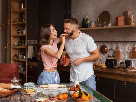 Πως να κάνεις τη συγκατοίκηση να δουλέψει, 11 Απλοί τρόποι να δείξεις προσοχή και αγάπη στο Αγόρι σου